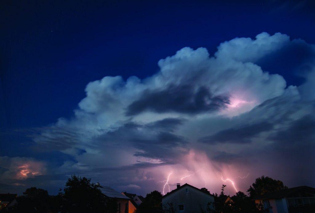 Weather the Storm - Appelez Nouvelles 2